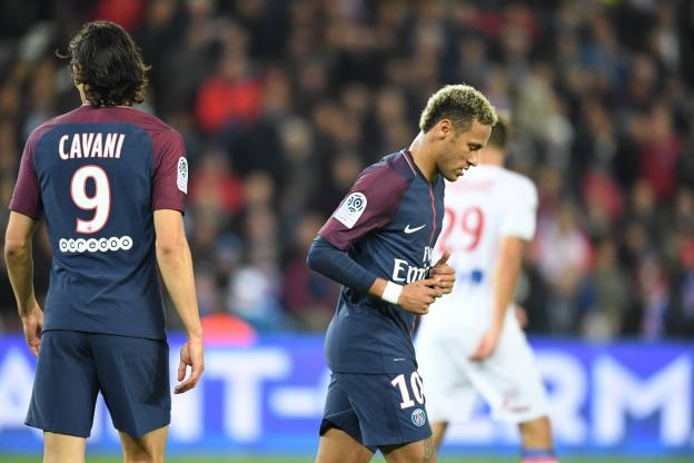 Кавани и Неймар повздорили прямо во время матча / l'Equipe