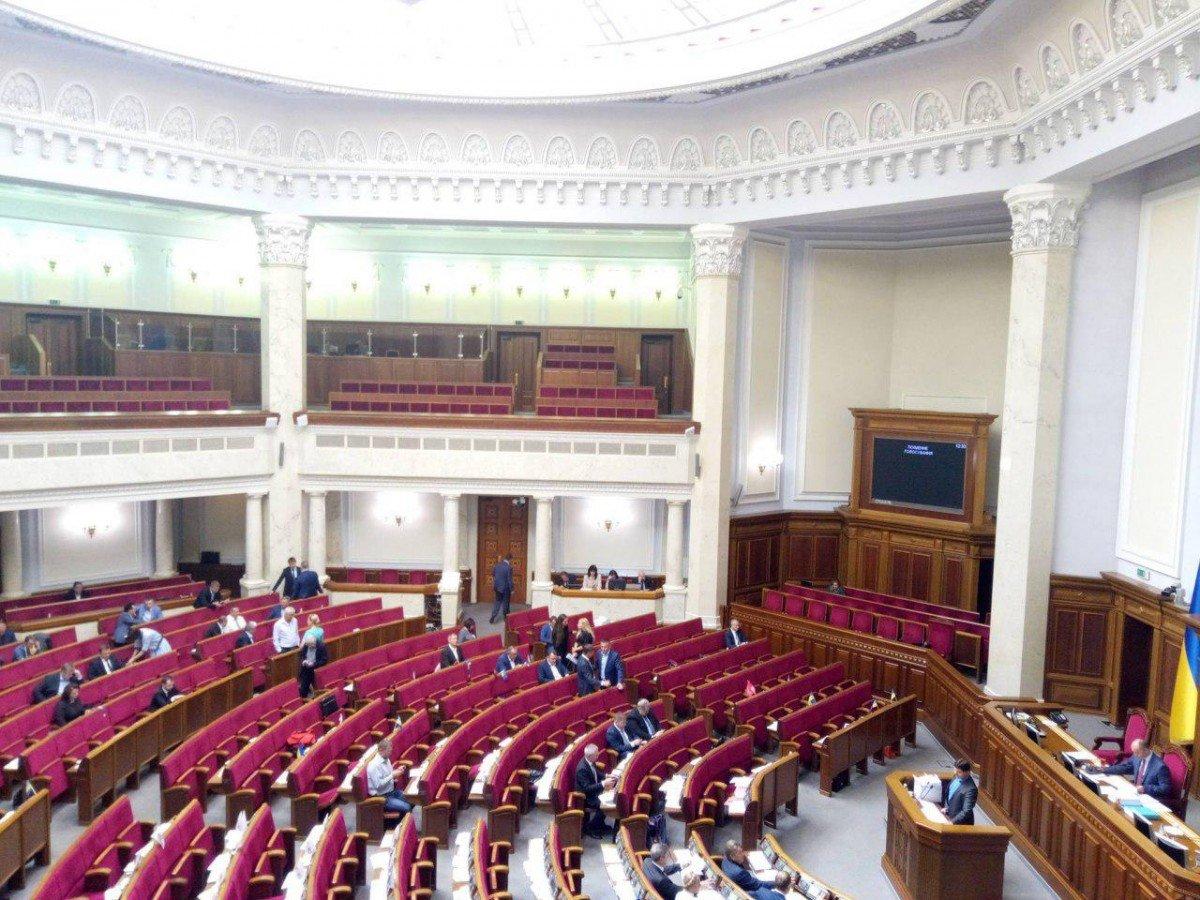 В Зале примерно 120 депутатов / фото УНИАН