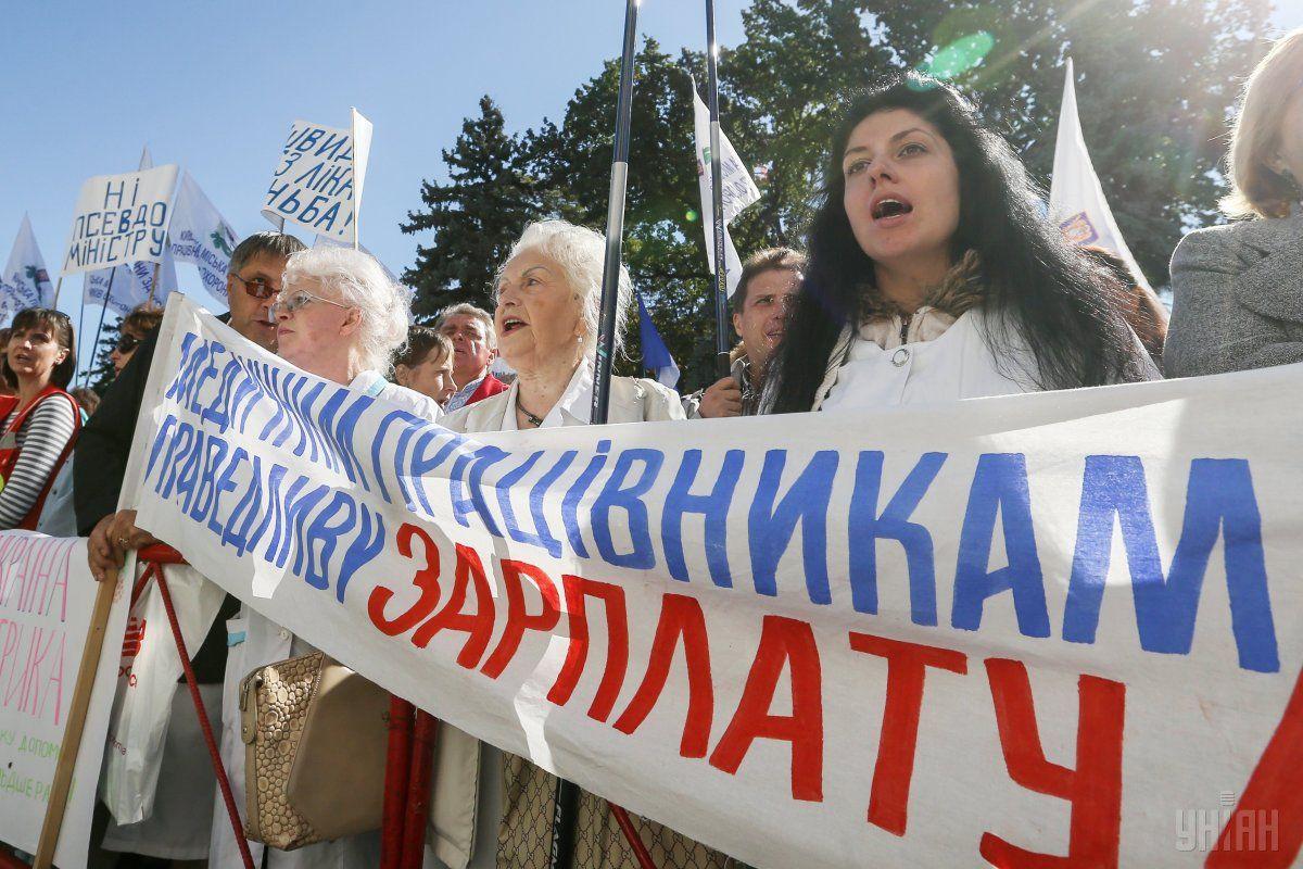 С сентября все украинские медики начнут получать доплаты / фото УНИАН