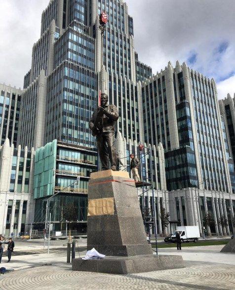 Пам'ятник Калашникову у Москві / Фото: instagram.com/mitya_kalinkin