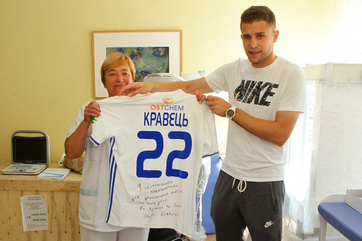 Артем Кравец закупил необходимое оборудование для родильного отделения больницы / fcdynamo.kiev.ua