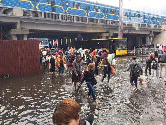 Потоп біля метро