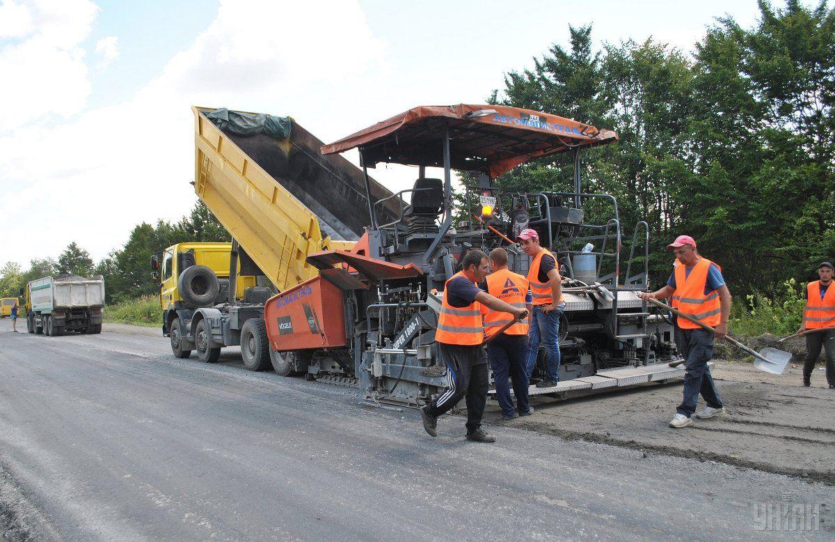 Средняя стоимость ремонта 1 км дорог в Украине составляет около 20 млн грн / фото УНИАН