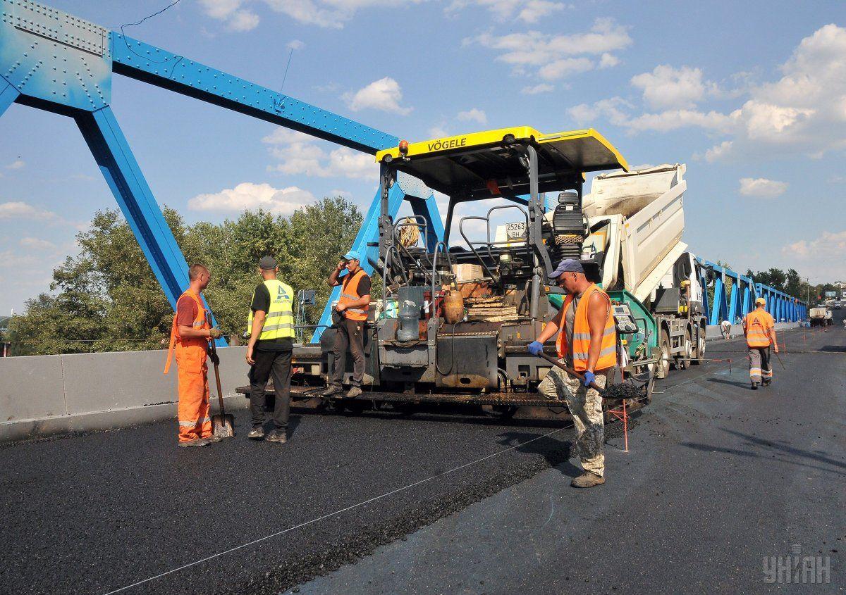 """При этом в """"Укравтодоре"""" не сказали, сколько восстановят местных дорог / фото УНИАН"""