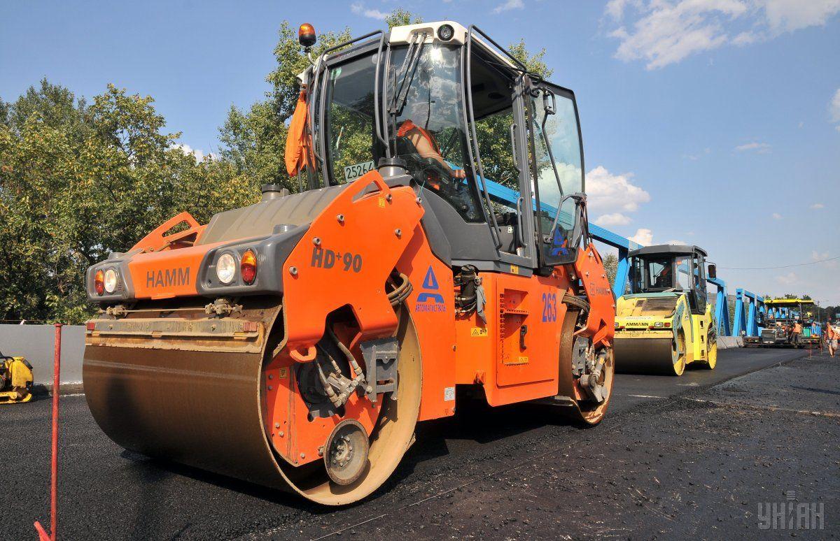Проїзд обмежать у зв'язку із ремонтом дороги / фото УНІАН