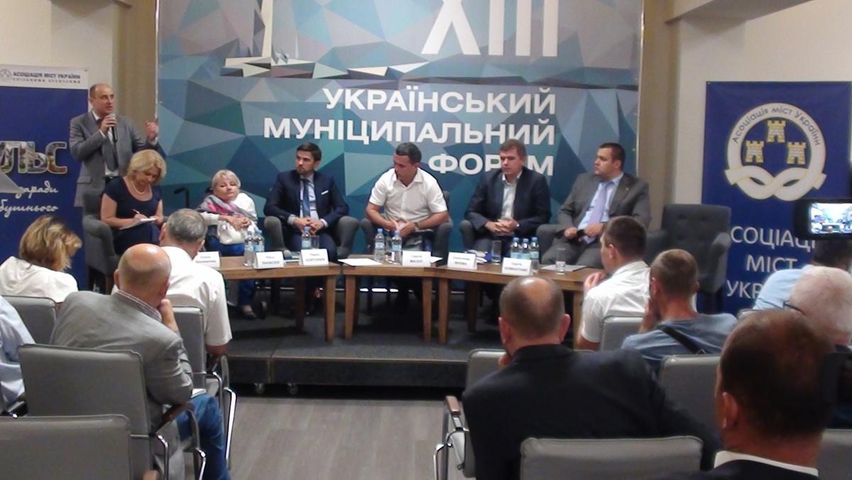 Сухомлин заявил, что повышение зарплат для учителей в бюджете на 2018 год это ляжет бременем на местное самоуправление / фото zt-rada.gov.ua