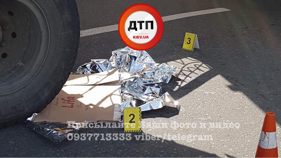 Від отриманих травм жінка померла в кареті швидкої допомоги / фото facebook.com/dtp.kiev.ua