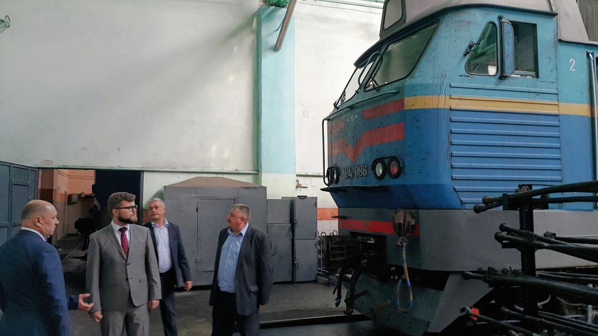 Цього року УЗ запланувала виконати капітальний ремонт 19-ти пасажирських локомотивів / фото uz.gov.ua