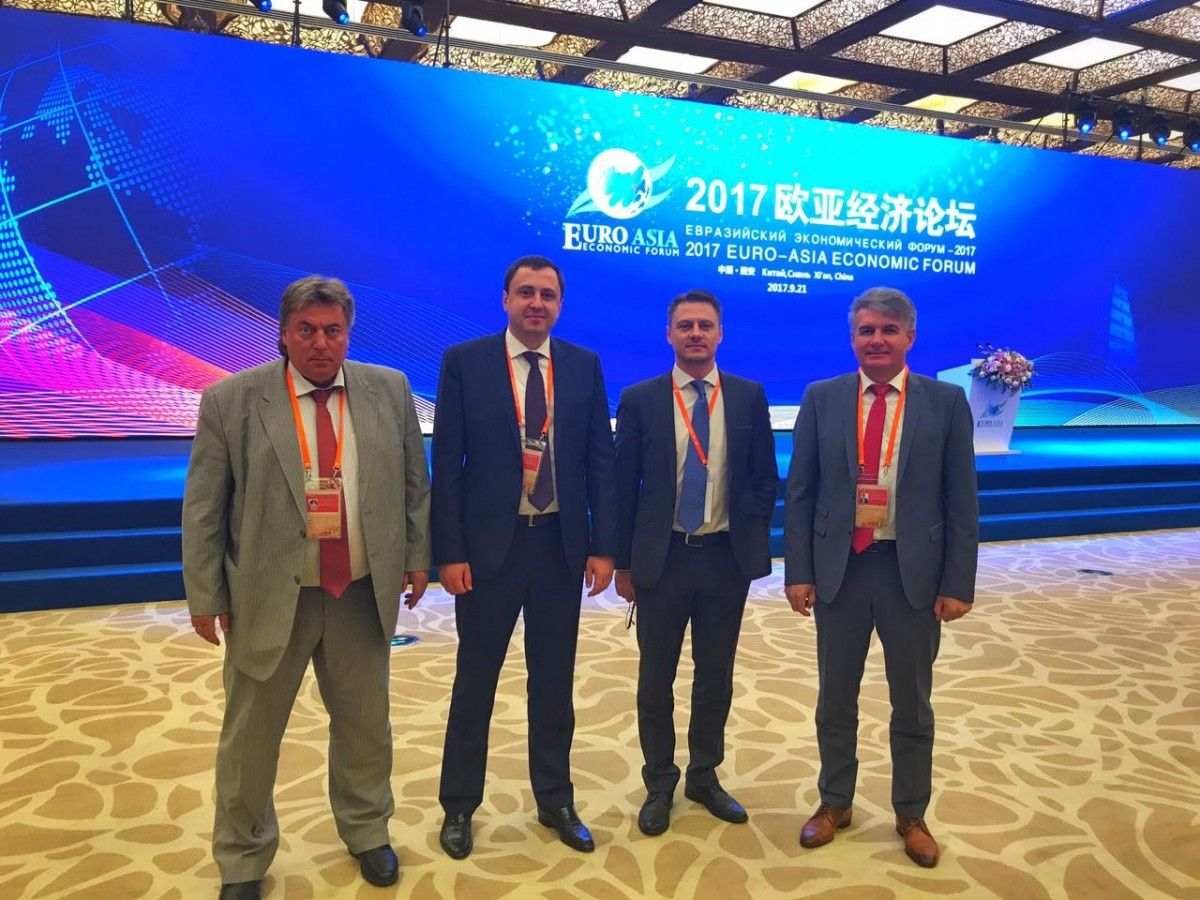 Украинская делегация на Евразийском экономическом форуме (слева направо): Георгий Рудько (председатель ГКС Украины), Ярослав Климович (глава НАК