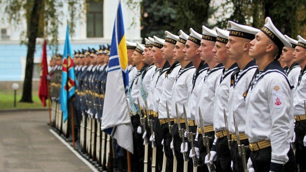 підписав наказ про звільнення в запас військовослужбовців строкової служби / фото mil.gov.ua