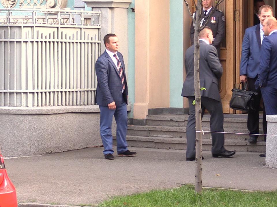 Журналіст показав, що смітника на місці викидання недопалку не було / Максим Савчук, Facebook