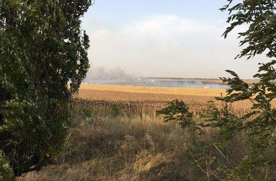 Взрывам предшествовало горения травы на территории склада боеприпасов / фото mvs.gov.ua