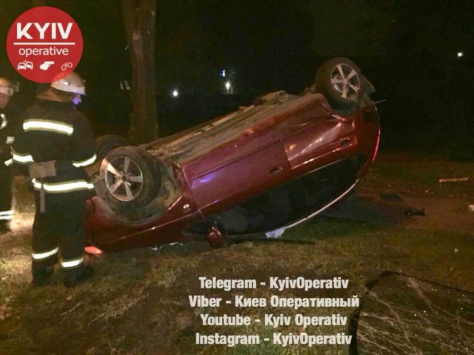 Один із автомобілів кілька разів перевернувся / фото facebook.com/KyivOperativ