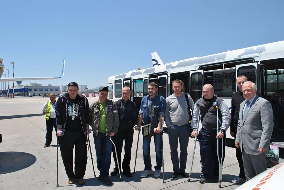 С украинскими военнослужащими, проходившими лечение в Греции.