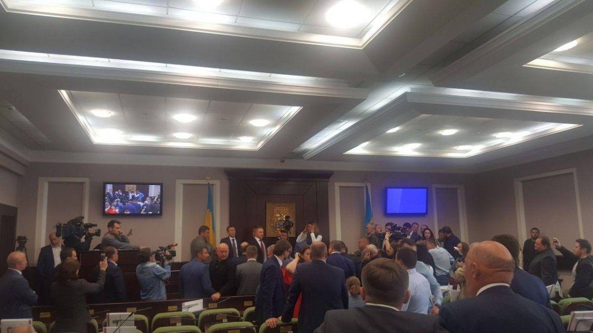 Депутат від БПП жорстоко побив колегу вКиївській облраді
