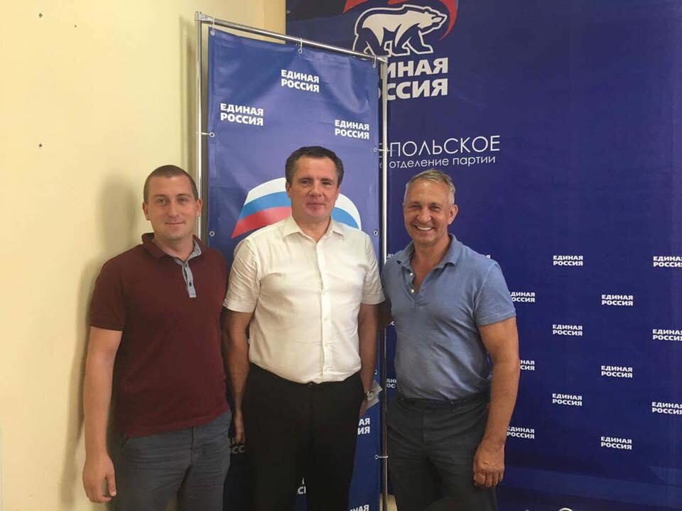 Ситников (на фото справа) теперь работает на оккупантов / фото facebook.com/den.kazansky
