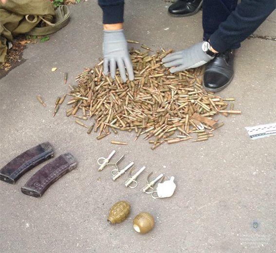 ВДнепре мужчина отыскал вканализационном колодце арсенал оружия