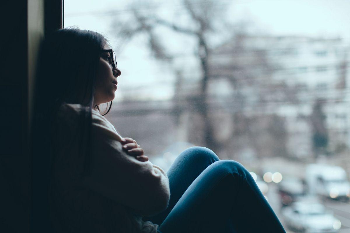 Люди с депрессией истощены, но им трудно заснуть, и они не могут спать всю ночь \ www.youtube.com