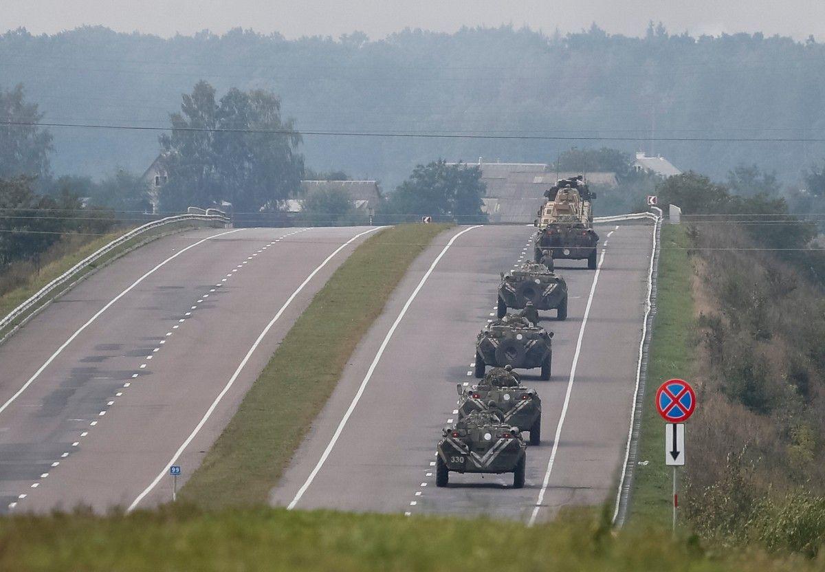 Військова техніка біля Калинівки / фото dsns.gov.ua