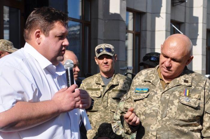 Гундич спілкувався із бійцями АТО, що вимагали скасувати урядову постанову про обмеження видачі землі / oda.zt.gov.ua