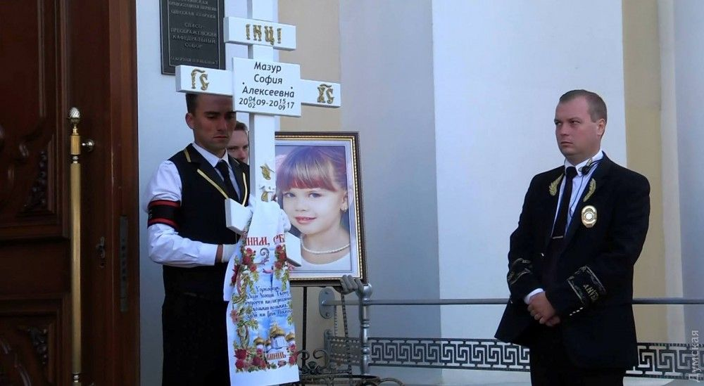 day.kyiv.ua В Одесі попрощалися з двома дівчатками f1d6363142385