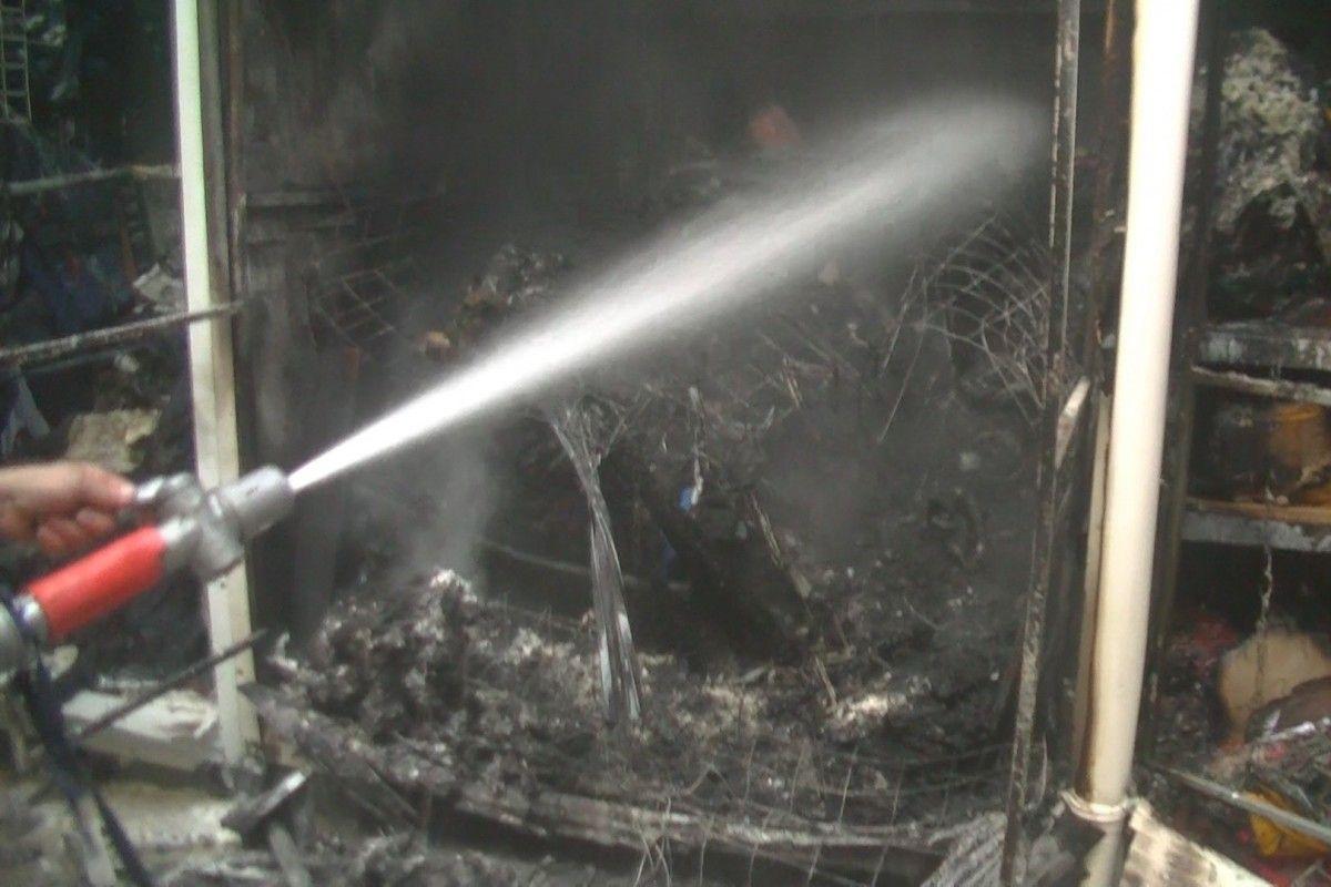 На'Барабашово загорелись торговые павильоны