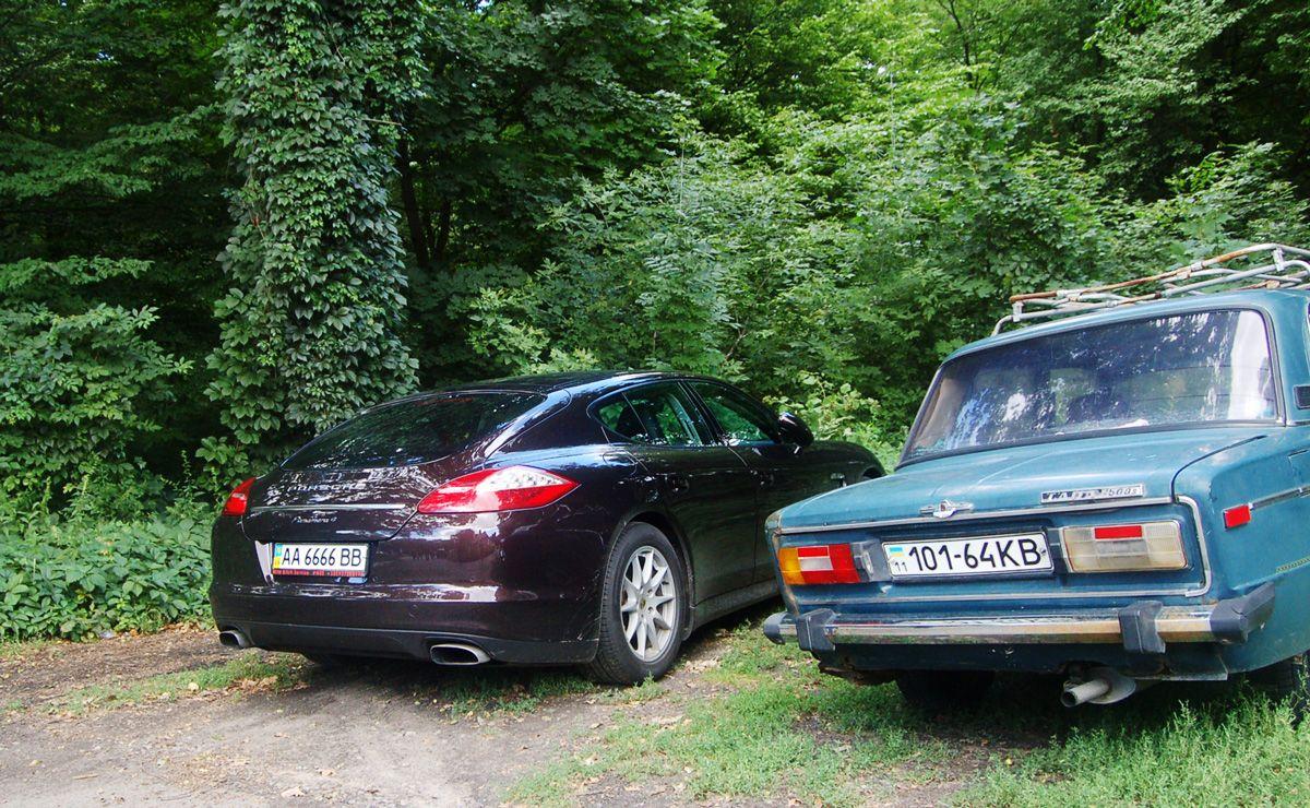 Porsche Panamera, на котором приехал главврач Вышгородской центральной райбольницы Иван Клюзко / chesno.org