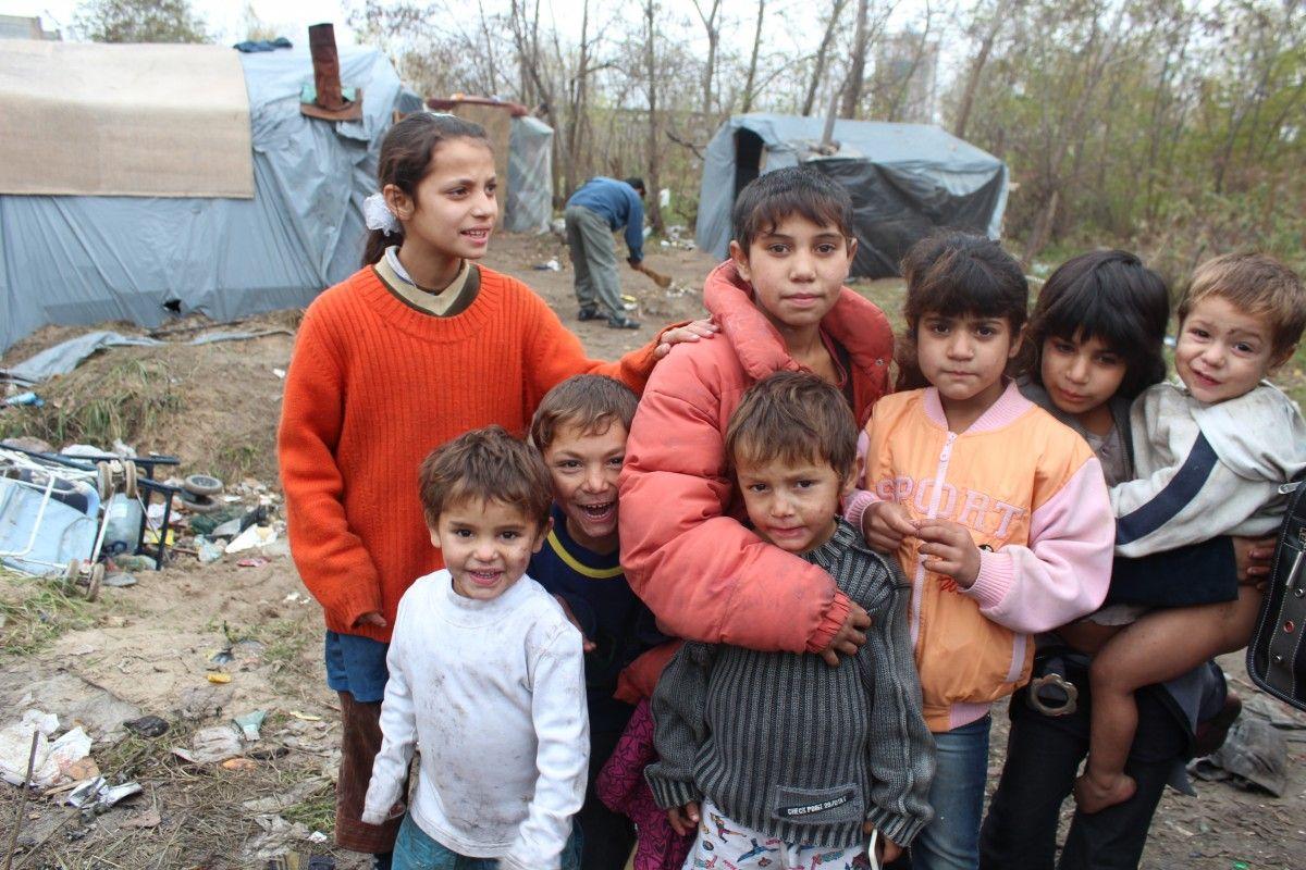 """В Совете Европы советуют давать цыганам землю под легальные лагеря / фото """"Фиртка"""""""