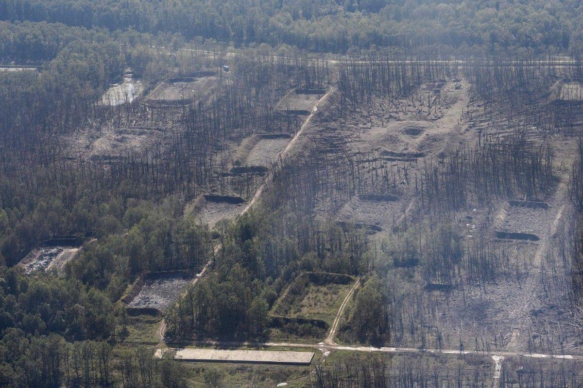 Последствия взрывов в Калиновке / REUTERS