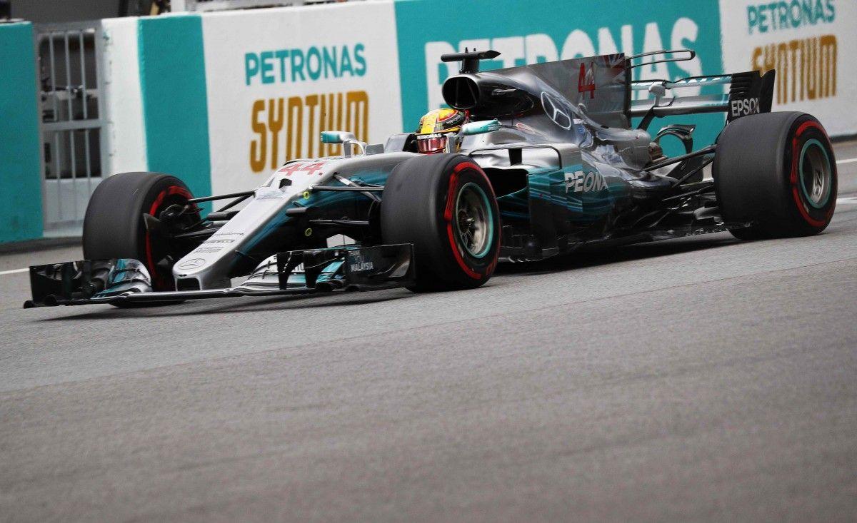 Хэмилтон выиграл квалификацию гонки в Малайзии / Reuters