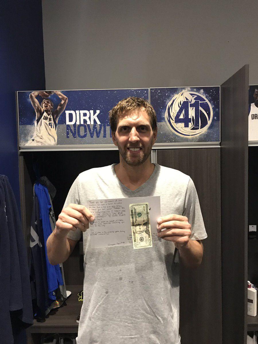 Новицки получил от фаната благодарность и 20 долларов на обед / twitter.com