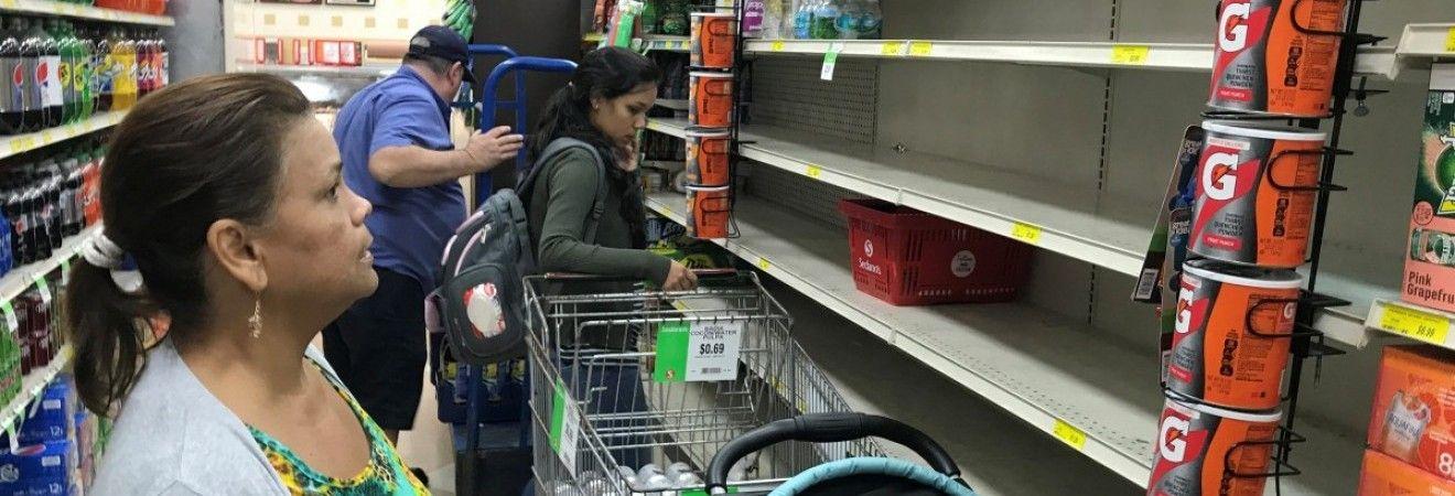 США готуються до найсильнішого урагану за останнє десятиліття  в магазинах  спорожніли полиці з продуктами (фоторепортаж) (2.03 24) 25df29d61d95c
