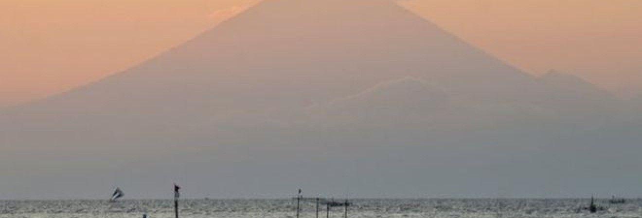 Индонезия объявила высшую степень опасности из-за возможного извержения вулкана на Бали