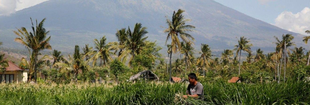 На Балі евакуюють більше 55 тисяч людей через загрозу виверження вулкану