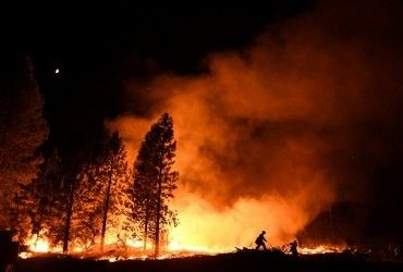 На південному заході Китаю вирує лісова пожежа