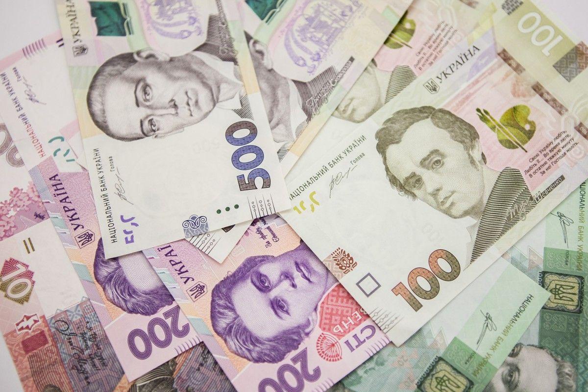 Живут от зарплаты до зарплаты около 40% украинцев / фото bank.gov.ua