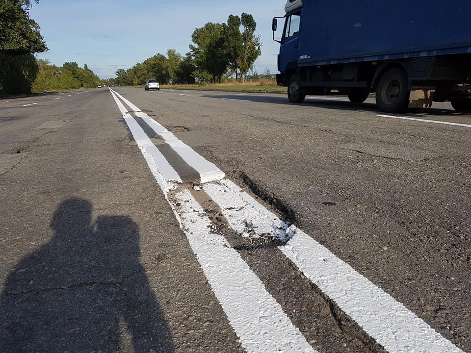 На «ямочный ремонт» дорог по всей стране в этом году выделено 11,5 млрд. грн / Фейсбук волонтер Юлия Сегеда.