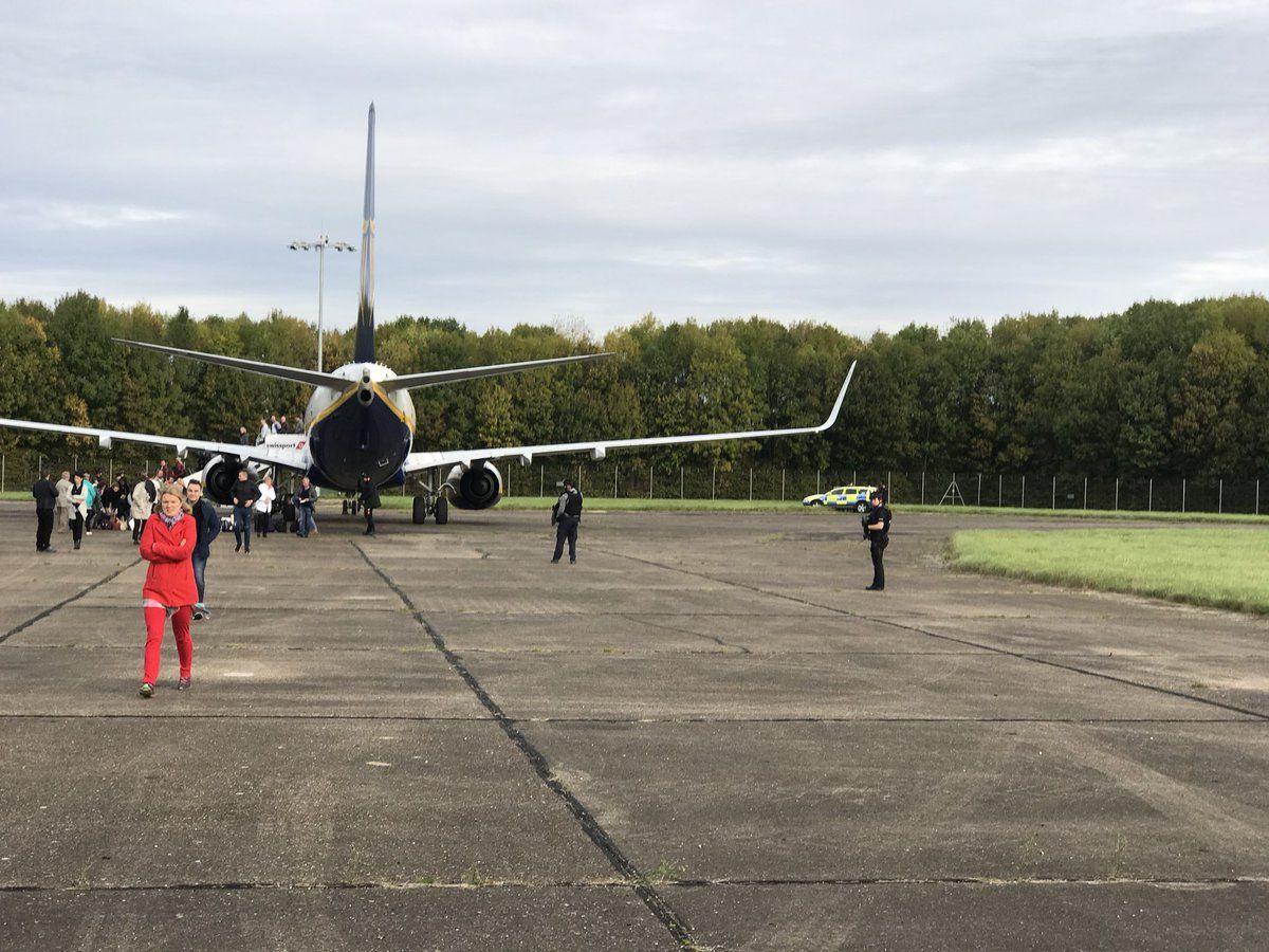 Самолет безопасно приземлился в аэропорту