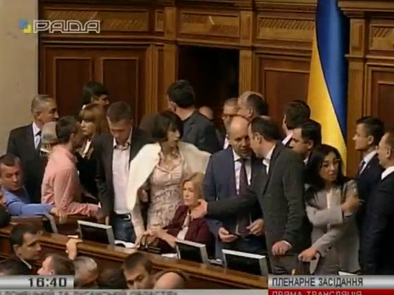 Партии хотят протестовать против закона ореинтеграции Донбасса