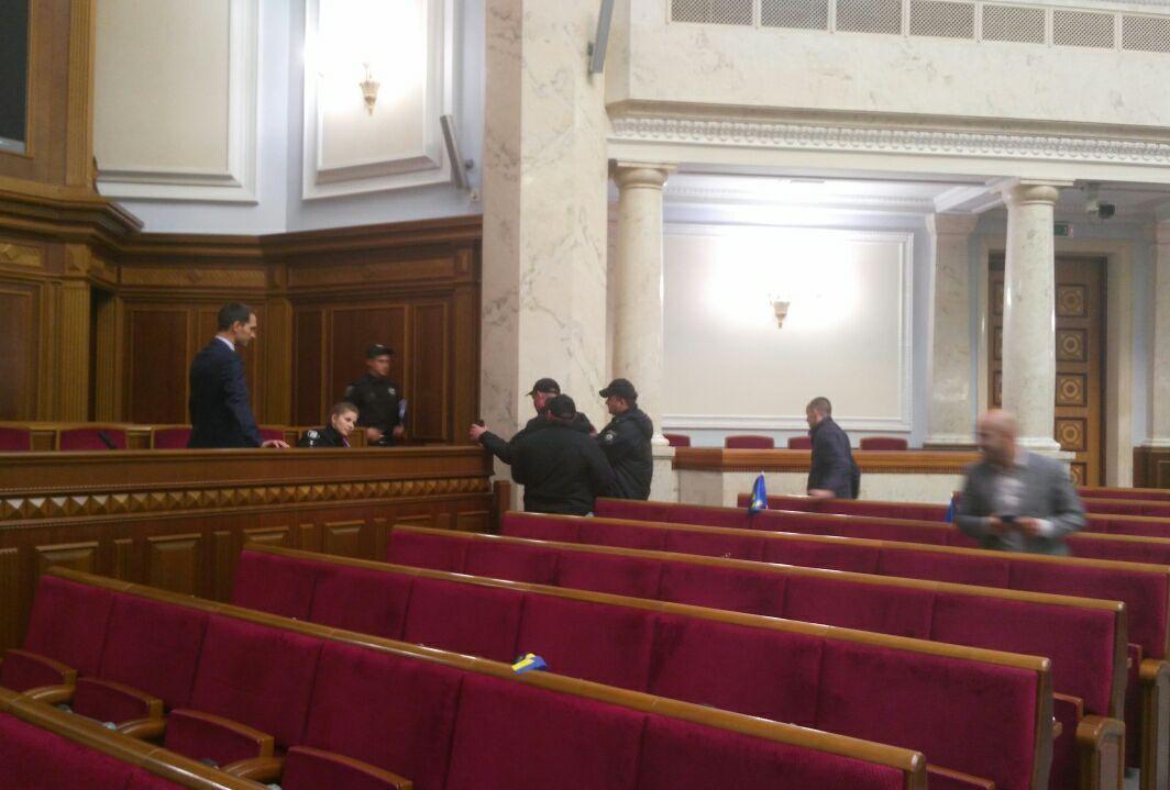 Полиция в Раде / фото facebook.com/igor.lutsenko