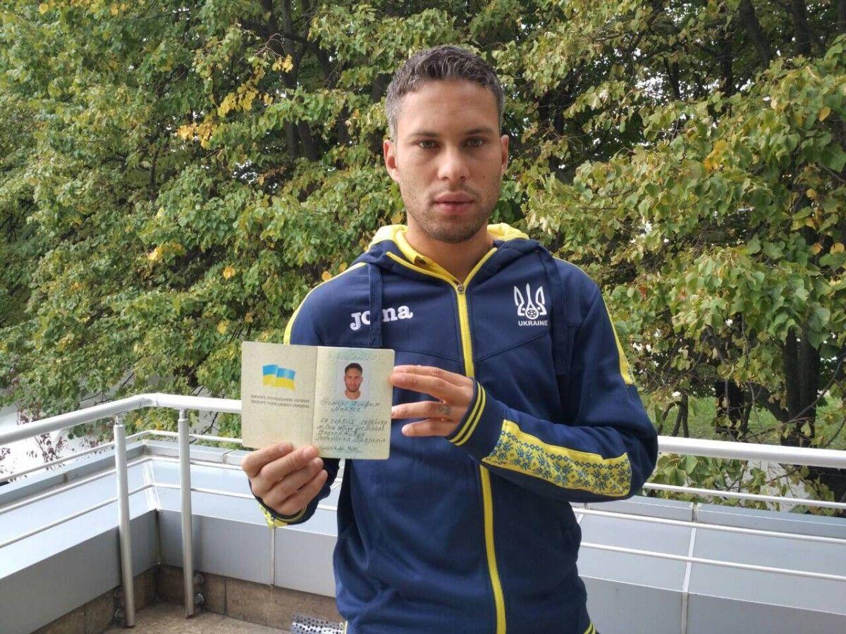 Марлос наконец-то получил полноценный паспорт Украины / ФФУ