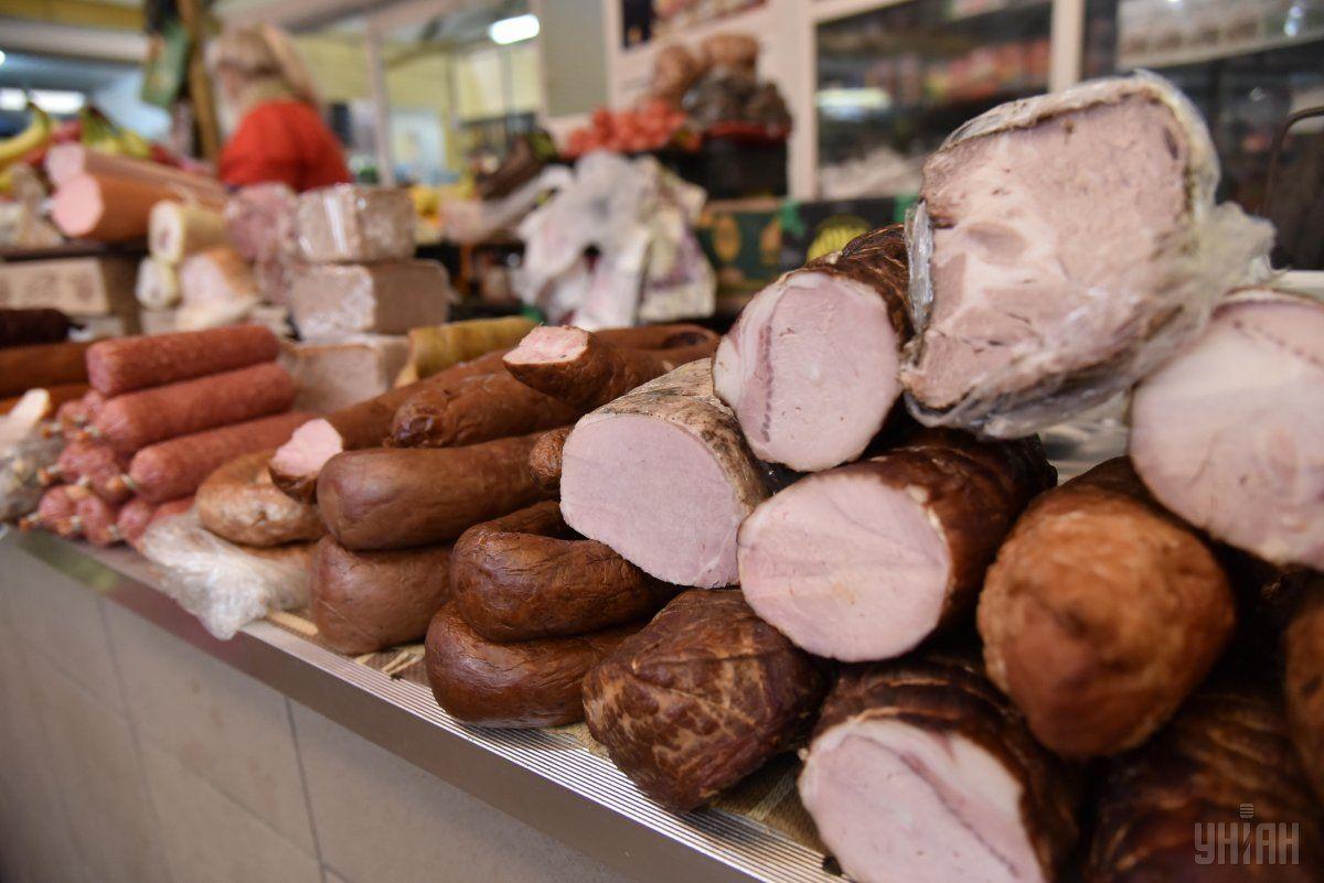 Мужчина воровалразличные дорогие колбасы в магазине каждые три-четыре дня/ фото УНИАН