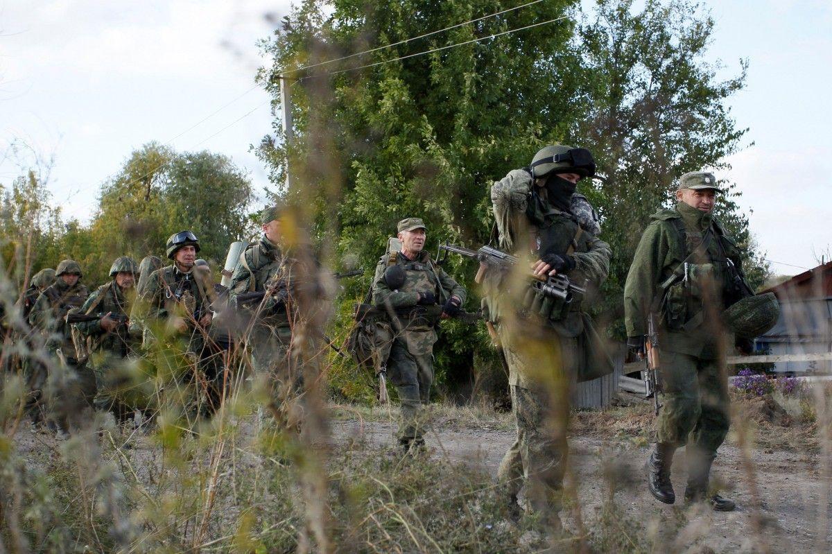 Боевики применили стрелковое оружие / фото REUTERS