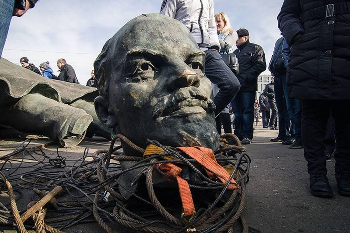 Директор ИНП рассказал о больших масштабах декоммунизации / фото strana.in.ua