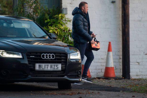 Уэйн Руни приступил к общественным работам в доме престарелых / Daily Mirror