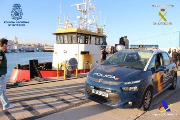 В Іспанії затримали судно з майже 4 тоннами кокаїну / фото Policía Nacional