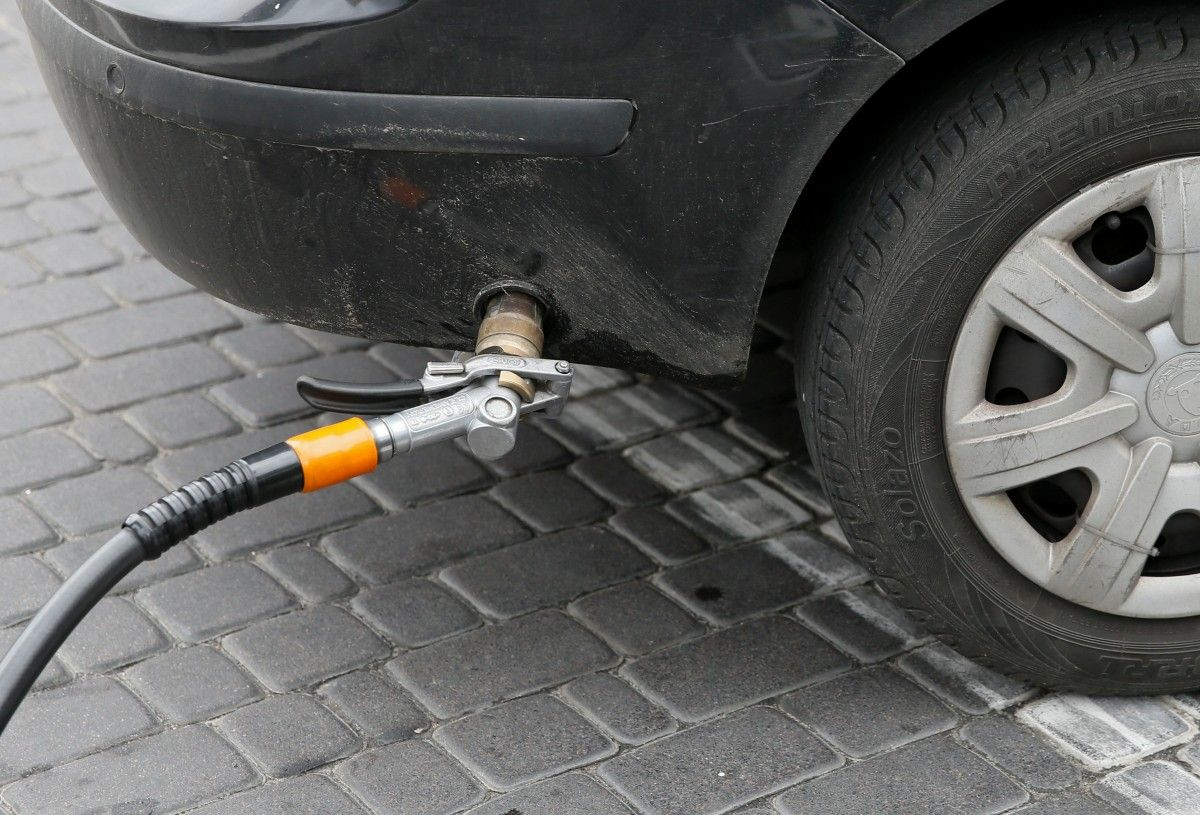 На станциях «Олас», BVS и SUNOIL автогаз в среднем подешевел на 10-18 копеек за литр / Иллюстрация REUTERS