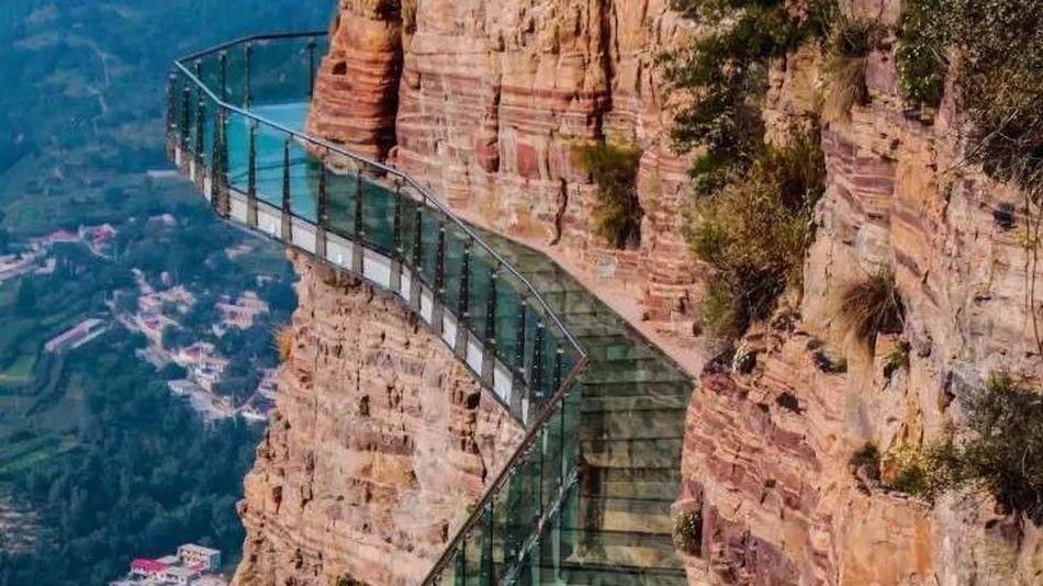 Стеклянный мост в Китае \ EAST TAIHANG DISTRICT/WECHAT