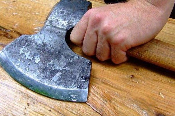 Мужчина с топором напал на прокурора / фото cheline.com.ua