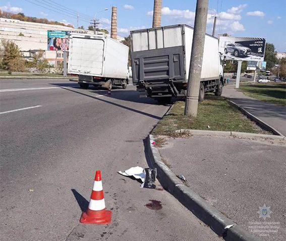 Грузовик совершил наезд на пешеходов / фото dp.npu.gov.ua